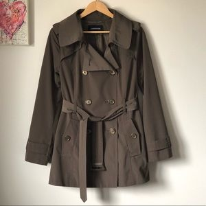 London Fog classic modern trench coat - size M